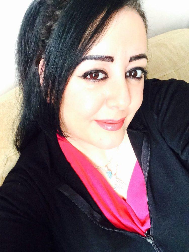 مقيمة فى الكويت لم يسبق لي الزواج ابحث عن شاب جميل الشكل رياضي لبق